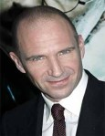 R. Fiennes 49 ans